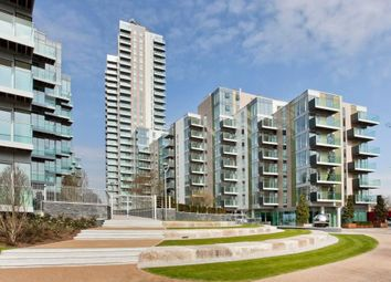 Thumbnail 2 bed flat to rent in Woodberrydown, London
