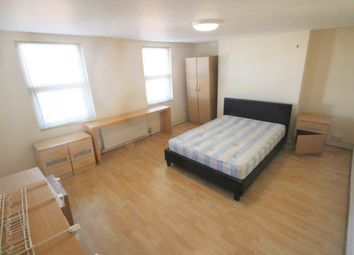 Thumbnail 4 bed maisonette to rent in Old Kent Road, London