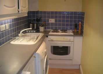 Thumbnail 1 bed flat to rent in Castle Crescent, Reading