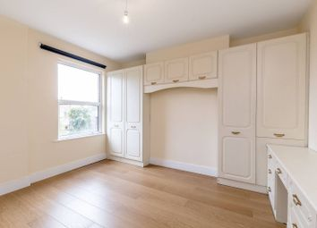 Thumbnail 4 bed flat to rent in Campdale Road, Tufnell Park, London
