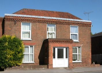 1 bed flat to rent in High Street, Wraysbury, Berkshire TW19