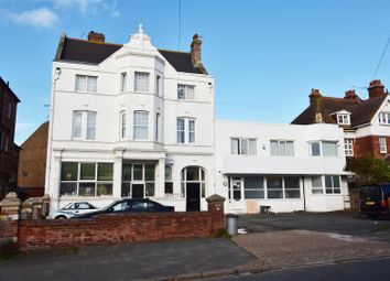 Buckhurst Road, Bexhill-On-Sea TN40. 2 bed flat for sale