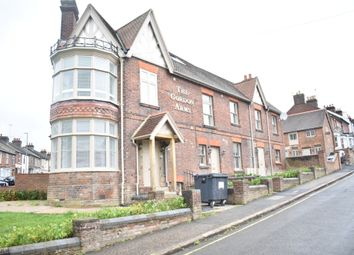 2 bed flat to rent in Gordon Road, High Wycombe HP13
