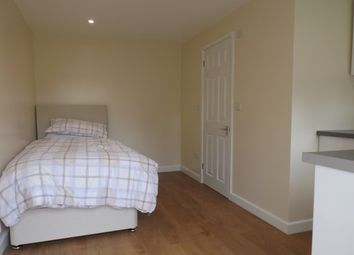 Thumbnail 1 bedroom flat to rent in Shoppenhangers Road, Maidenhead