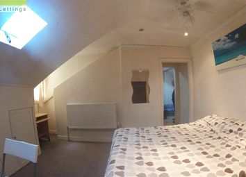 Thumbnail 1 bed flat to rent in Shepherds Bush Road, Hammersmith, London