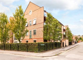 Thumbnail 2 bed flat for sale in Spur House, The Crescent, Maidenhead, Berkshire