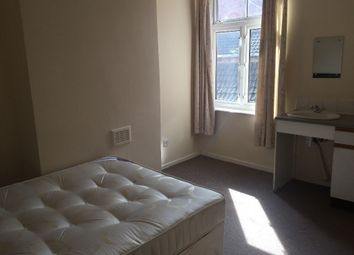 Thumbnail 5 bed shared accommodation to rent in Cedar Road, Leicester