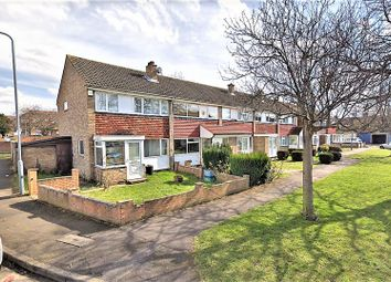 3 bed property to rent in Sussex Close, Ilford IG4