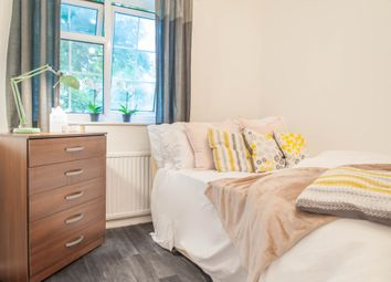 Room to rent in Desborough Close, Paddington, Central London W2