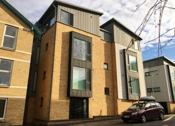 Thumbnail 1 bed flat to rent in Auckland Road, Cambridge