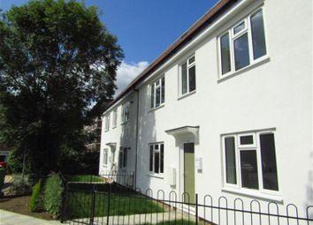2 bed maisonette to rent in Beechwood Gardens, Slough, Berkshire SL1