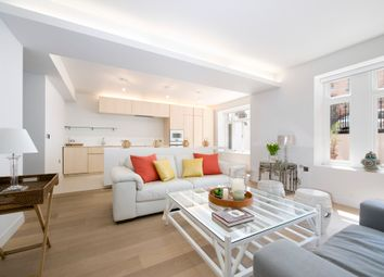 Thumbnail 4 bed flat to rent in Holland Park Gardens, London