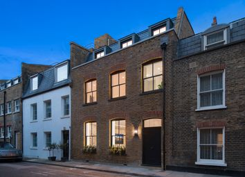 Thumbnail 3 bedroom barn conversion to rent in Bingham Place, London