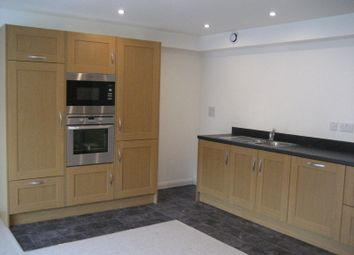 Thumbnail Flat to rent in Oldham Road, Ripponden