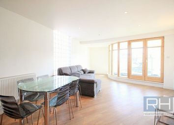 Thumbnail 3 bed flat to rent in Green Lanes, London
