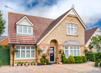 Grapsome Close, Chessington KT9. 4 bed detached house
