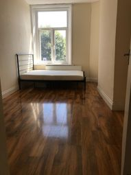 Thumbnail 3 bed flat to rent in Brixton Road, Oval