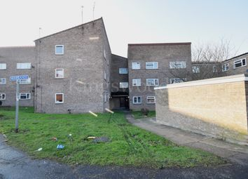Thumbnail 2 bedroom flat for sale in Wayletts, Laindon