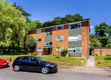 Thumbnail 2 bedroom flat to rent in Oakfield Drive, Reigate