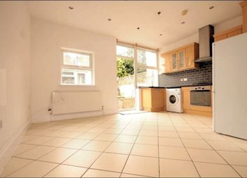 3 bed flat to rent in Salterton Road, Holloway, London N7