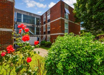 Thumbnail 2 bed flat to rent in West Byfleet, Surrey