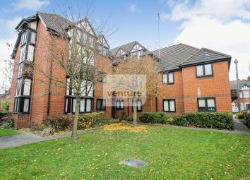 Thumbnail 2 bed flat for sale in Leafield, Luton