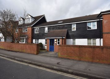 2 bed flat to rent in Arthur Road, Farnham GU9