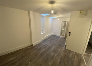 Room to rent in Shacklewell Lane, London E8