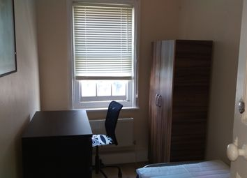 Thumbnail Room to rent in The Broadway, London