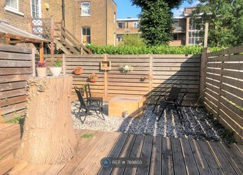 Room to rent in Queens Drive, London N4
