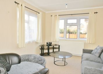 1 bed property to rent in Ferry Avenue, Staines TW18
