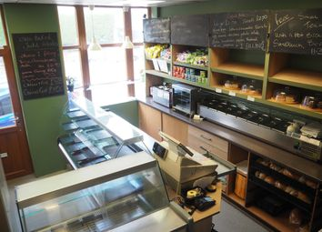 Thumbnail Restaurant/cafe for sale in Cafe & Sandwich Bars HX3, West Yorkshire
