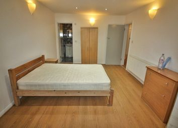 Thumbnail Studio to rent in Alyth Gardens, London