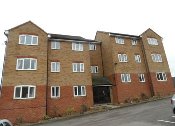 Thumbnail 2 bed flat to rent in Hewlett Road, Leagrave, Luton