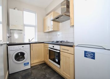 Jubilee Parade, Snakes Lane, Woodford Green IG8. 1 bed flat