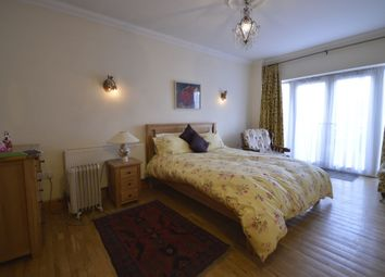 Thumbnail 1 bed flat to rent in Tolworth Rise North, Tolworth, Surbiton