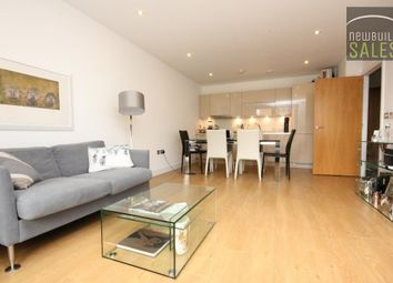 Thumbnail 1 bed flat to rent in Chamberlain Court, Silwood Street, Surrey Quays, London