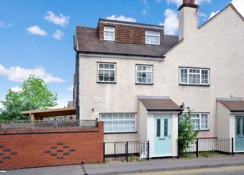 Thumbnail 2 bed flat to rent in Victoria Crescent, Chelmsford