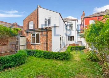 Thumbnail 3 bedroom flat to rent in Ebbsfleet Road, Cricklewood