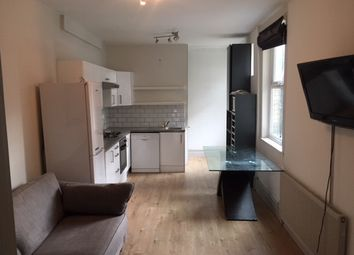 Thumbnail 2 bed flat to rent in Kelvin Avenue, Bowes Park, London