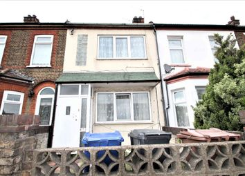 3 bed terraced house to rent in London Road, Grays, Essex RM20