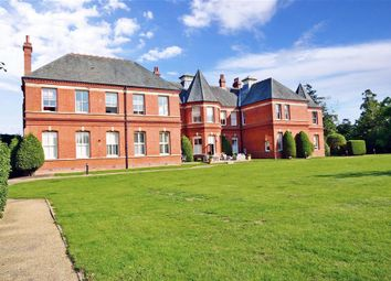 Hampstead Avenue, Woodford Green, Essex IG8. 4 bed flat