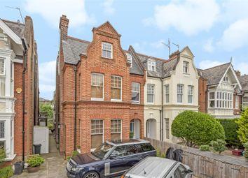 Grove Park Gardens, London W4. 3 bed flat