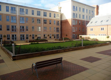 Thumbnail 2 bedroom flat for sale in Eversham House, Battle Square, Reading