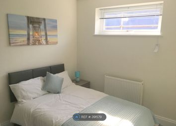 Room to rent in Station Approach, West Byfleet KT14