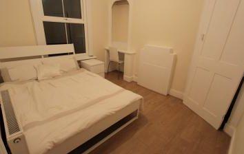 Thumbnail Studio to rent in Brackenbury Road, Hammersmith