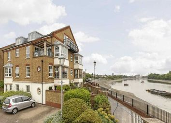 Thumbnail 3 bed flat to rent in Russell Close, London