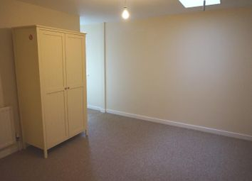 Thumbnail 1 bed flat to rent in Green Lane, Stamford