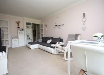 1 bed property to rent in Upper Edgeborough Road, Guildford GU1