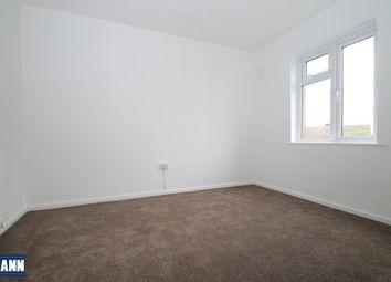 2 bed flat to rent in Spielman Road, Dartford DA1